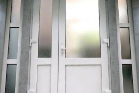 Plastikinės durys