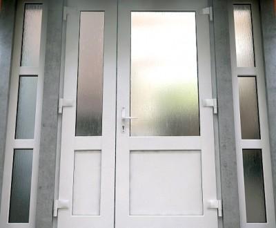 Naudotos plastikines lauko durys